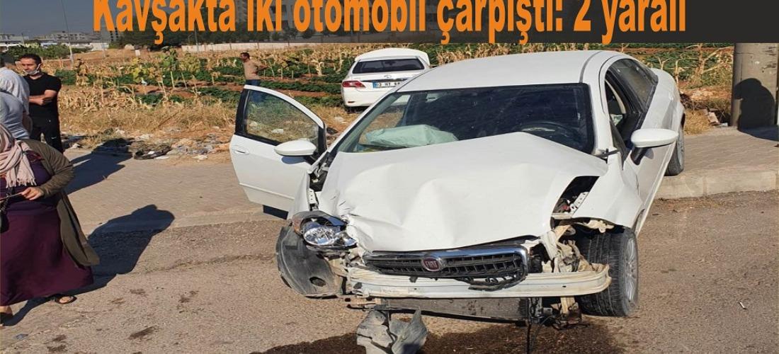 Kavşakta iki otomobil çarpıştı: 2 yaralı